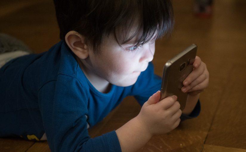 La fuerza del ejemplo en la educación digital de los menores