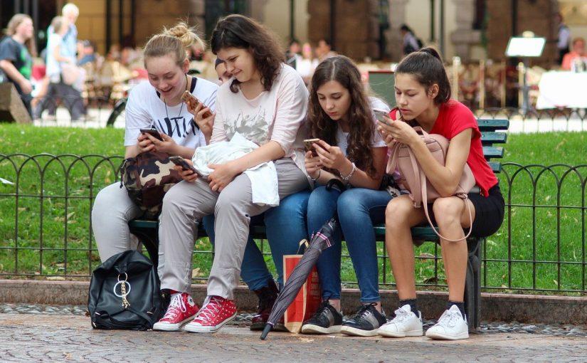 Su primer móvil: todo lo que tu hijo debe saber antes de tener móvil propio