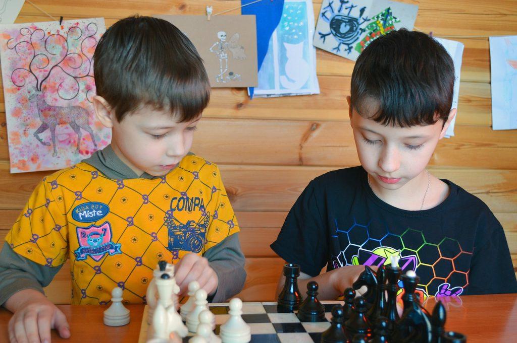 ajedrez niños tecnologia kuicco